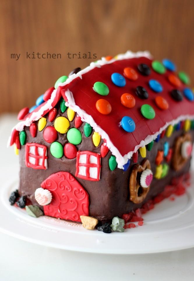 1Gingerbread house cake