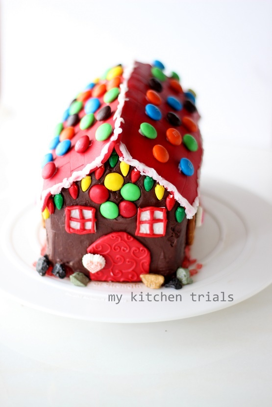 3Gingerbread house cake