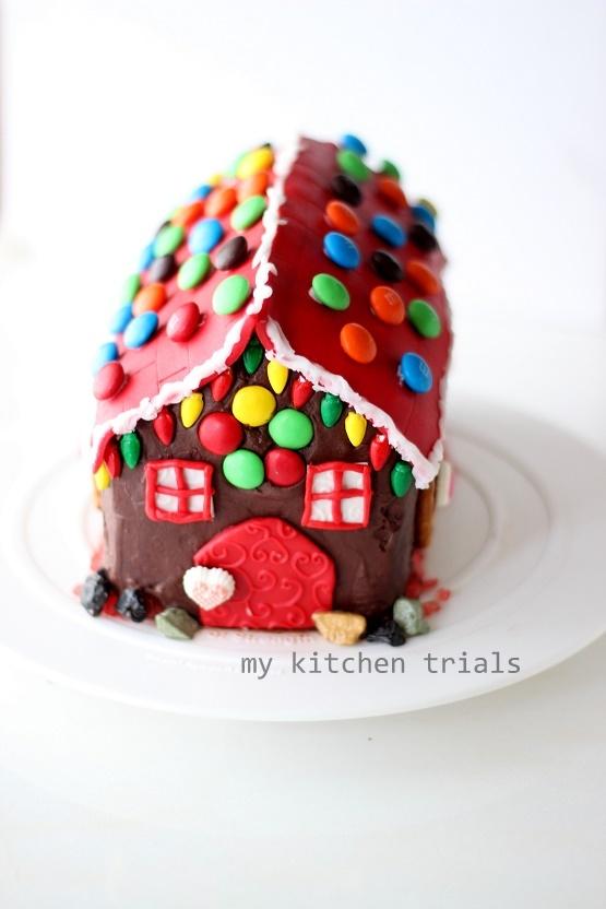 3Gingerbread house cake