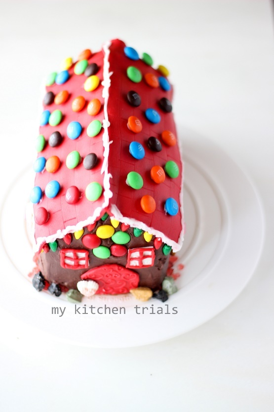 4Gingerbread house cake