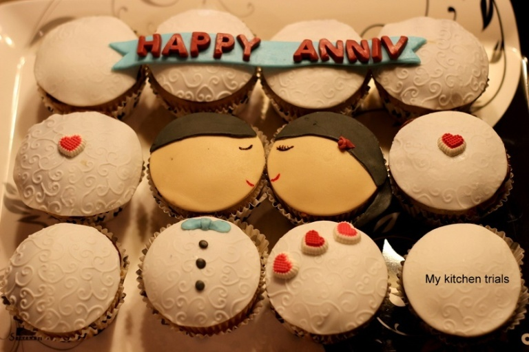 1couple_cupcakes